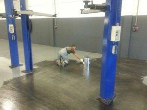 Coatingvloer voor de garage of werkplaats